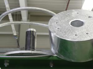 Three dry running polymer plain bearings ensure the necessary availability.